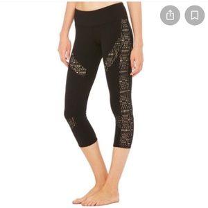 Alo Yoga laser cut Charm crop Capri leggings 2497